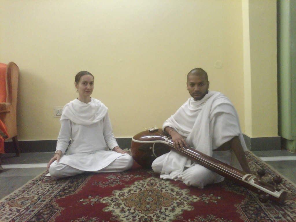 Jiva music teacher Rupa Dasa with student