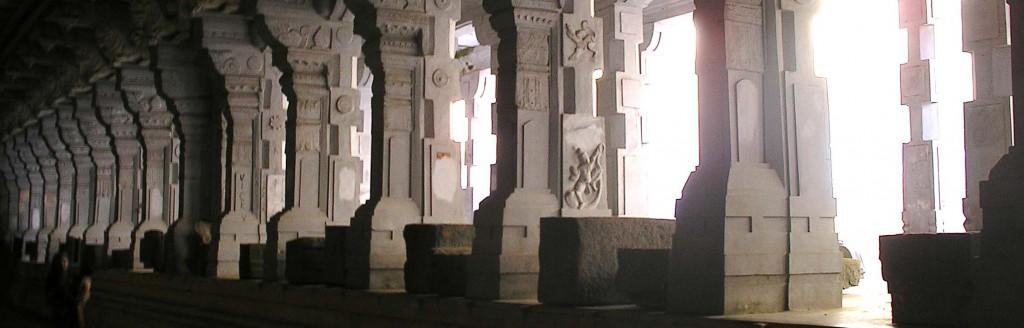 Ramesvaram_Ramanatha mandir_pillars_pan