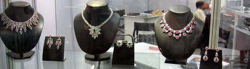 showcase ornaments_pan