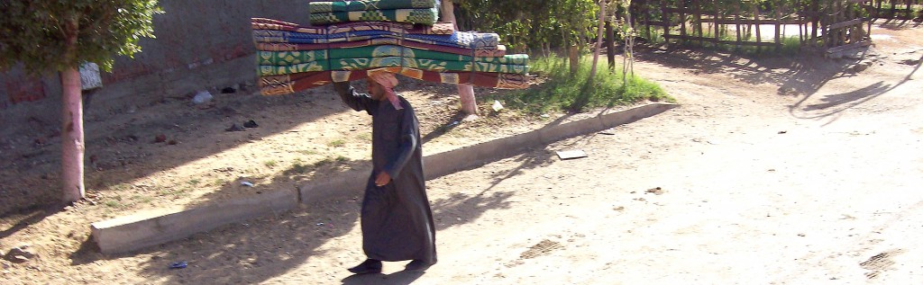 Man in Egypt with load on his head_pan