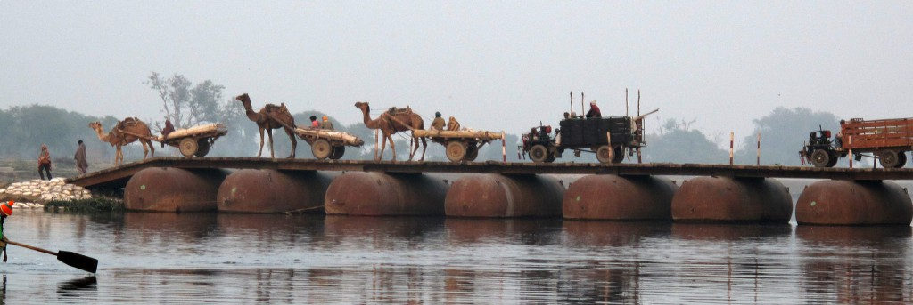 Yamuna bridge_pan
