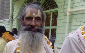 2 sadhus at Jiva-pan