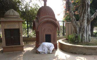 Devotee offering obeisances at Samadhi mandir